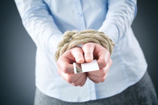 Могут ли приставы снять деньги с кредитной карты, что делать