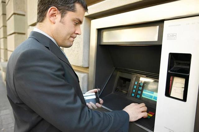 Можно ли с кредитной карты Сбербанка оплатить коммунальные услуги: способы оплаты