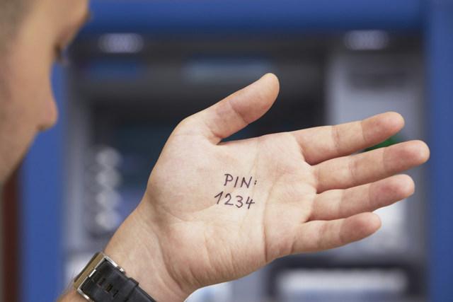 Восстановить кредитую карту Тинькофф: сколько стоит перевыпуск и блокировка