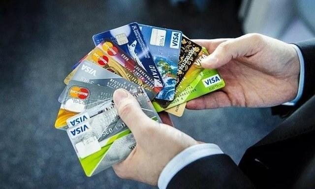 Зачем банки навязывают кредитные карты, в чем их выгода