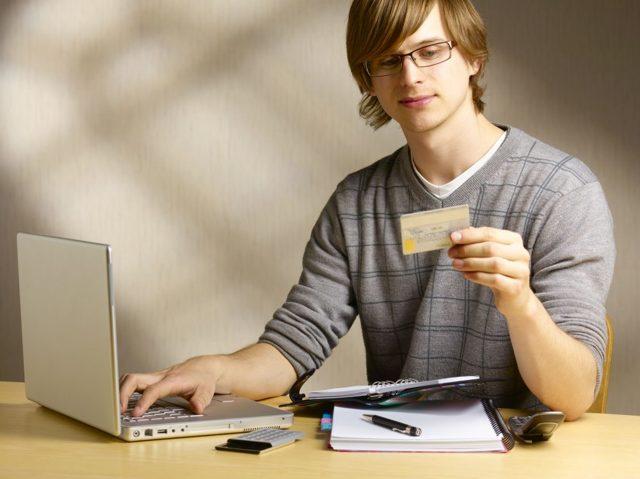 Кредит с 18 лет наличными или онлайн: какие банки выдают и как оформить